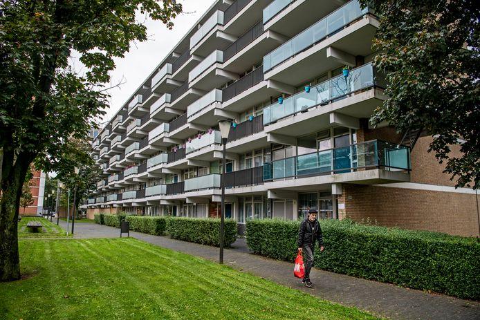 De flats aan de Heindijk gaan als het eerste van het gas af.  Volgens Vestia worden hun huurders op kosten gejaagd.