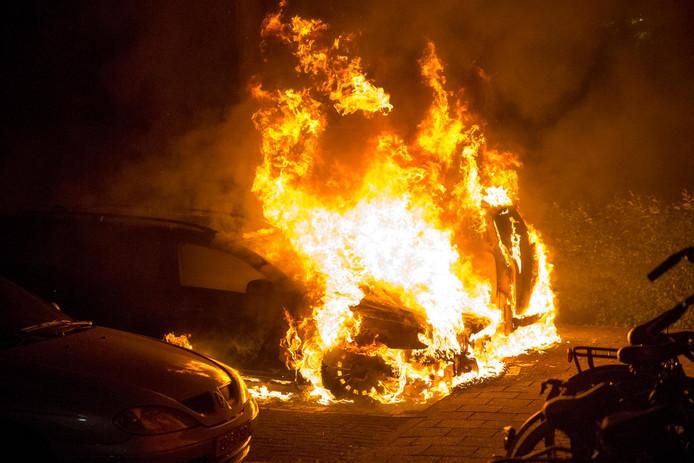 De auto op de foto is niet de auto die vanochtend in Leiden is afgebrand. Foto ter illustratie.