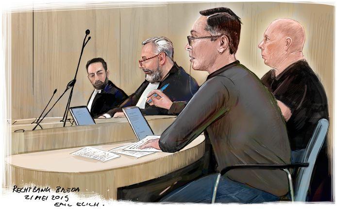 Tekening van de rechtbankzitting dinsdag. Links de advocaten, rechts de verdachten.