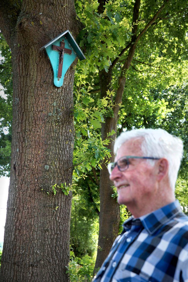 Bij het kruis dat Willems zelf heeft gewild voor Jan Blezer.  Beeld Werry Crone