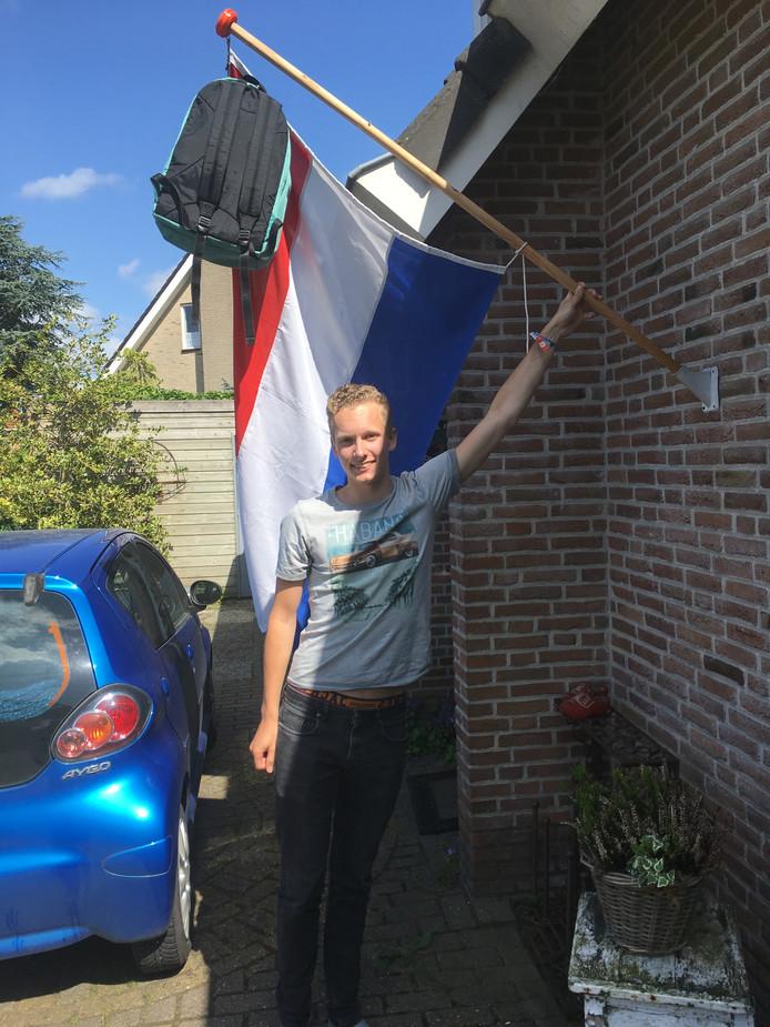 Bas de Bruijn uit Rijpwetering is geslaagd. 'Bas van harte! Je bent onze kanjer', zegt Ramon de Bruijn.