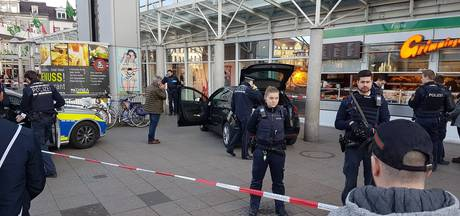 Man rijdt met auto in op voetgangers in Duitsland