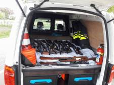 Politie haalt honderden jachtwapens op bij wapenhandelaar Koewacht