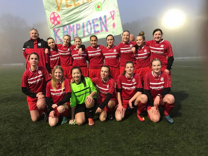 Een meisjesteam van FC Gelre.