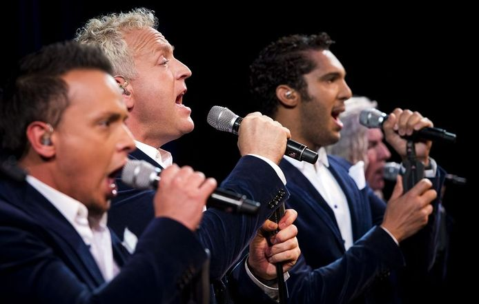 Roy van den Akker en Richie Brown met Gordon in het midden als LA The Voices.