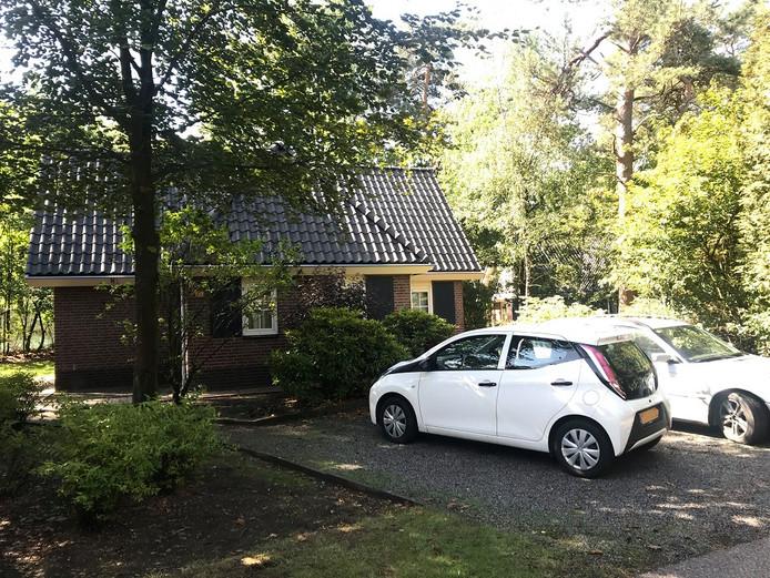 Bij dit huisje in een vakantiepark bij Beekbergen vond de steekpartij plaats.