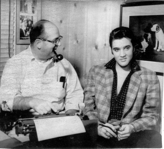 Colonel Parker en Elvis Presley. foto archief bndestem IPTCBron elvis presley en tom parker elvis presley en kolonel Tom Parker dries van kuijk ;BNDS;Breda
