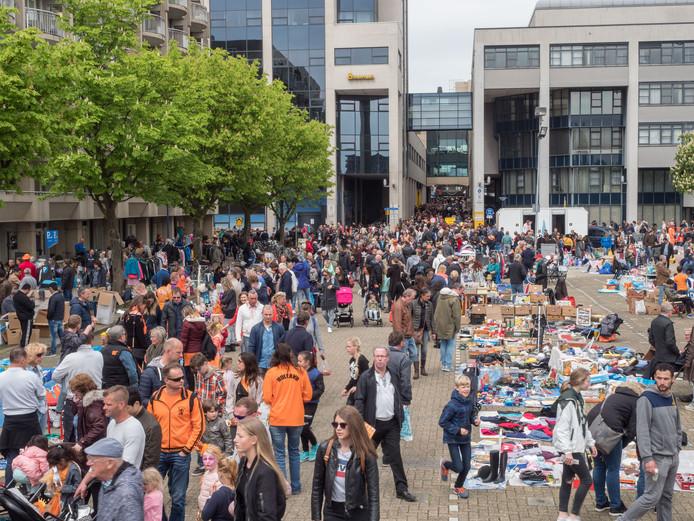 Archiefbeeld ter illustratie: De vrijmarkt op Koningsdag in Zoetermeer