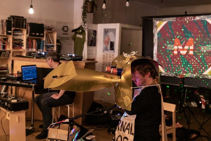 Mauro Pawlowski en Phillippe Cortens brengen DJ-set met enkel cassettes