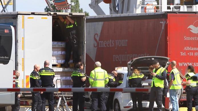 De politie trof 11 mei 34 asielzoekers aan in het laadruim van een vrachtwagen op de Vulcaanweg in Vlaardingen.