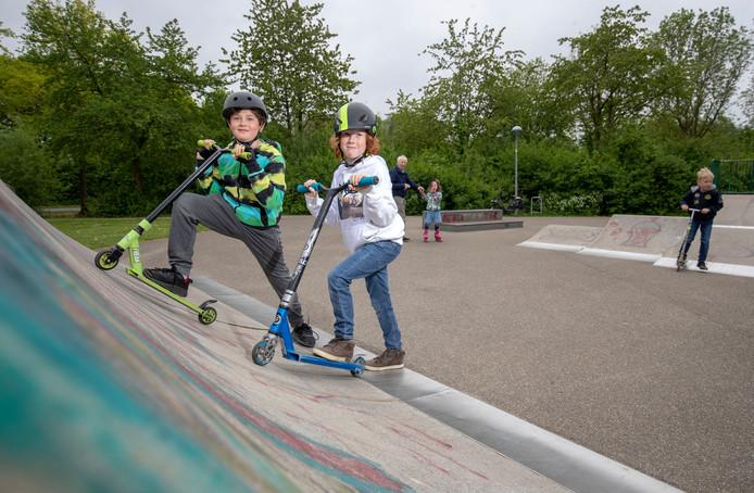 Mocne Hofhuis (rechts) en David Viguurs willen een nieuwe skatebaan in park Noordwest in Wageningen