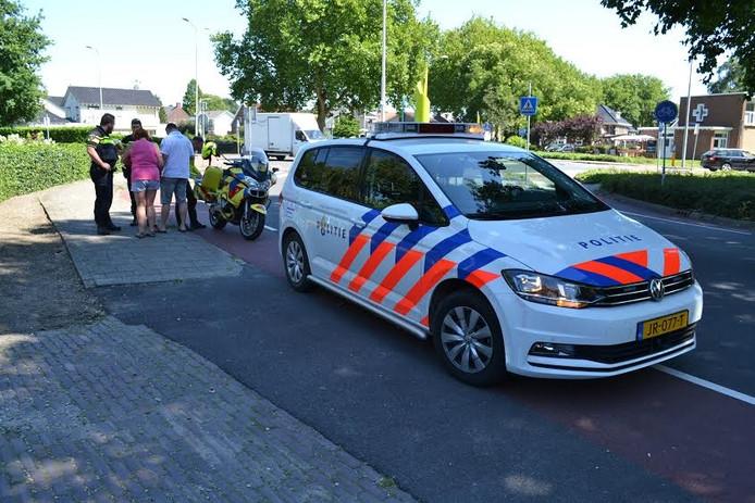 Politie en ambulance in actie na de aanrijding in Huissen.