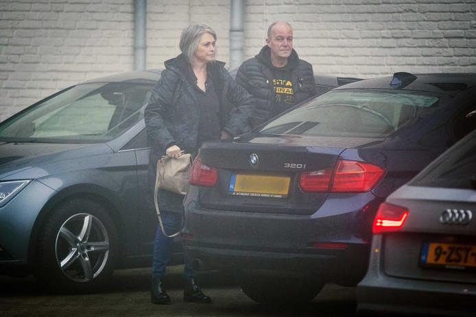 Peter and Berthie Verstappen, de ouders van Nicky Verstappen, komen aan bij de rechtbank in Maastricht.