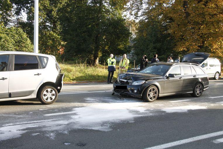 De schade aan beide voertuigen was groot.
