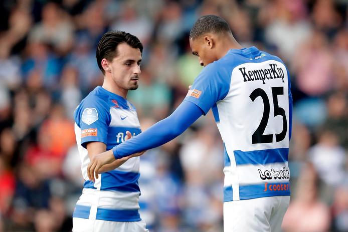 Daryl van Mieghem (links) krijgt bij De Graafschap een basisplaats tegen Ajax. Delano Burgzorg ontbreekt vanwege trieste privéomstandigheden.