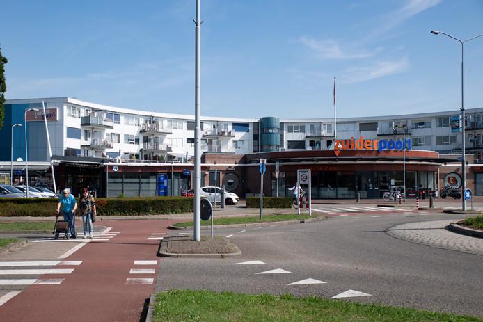 Winkelcentrum Zuiderpoort en omgeving worden grondig opgeknapt. Wanneer dat gebeurt is nog niet bekend. De winkeliersvereniging vindt dat het niet snel genoeg gaat.