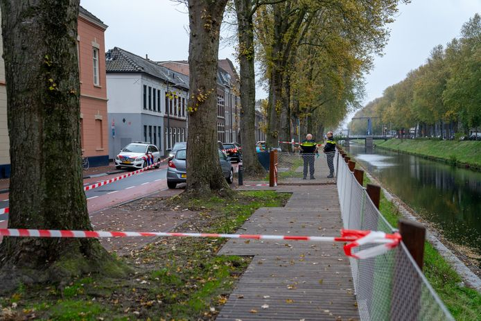 De politie ter plaatse bij de Zuid-Willemsvaart.