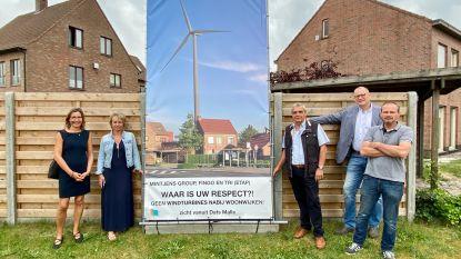 Actiegroep Windstil plaatst banners in dorpskernen om strijd tegen vier windmolens kracht bij te zetten