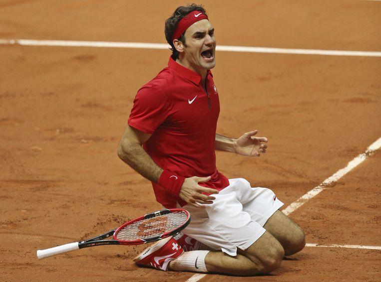 Federer juicht na het winnen van de Davis Cup. Beeld ap