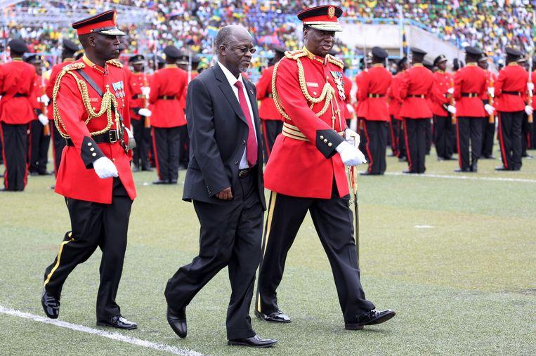 John Magufuli bij zijn inauguratie in 2015 als president van Tanzania.   Beeld REUTERS