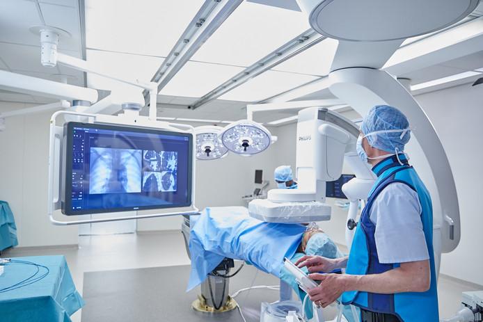 Een behandelkamer voor longkanker met een Philips Azurion apparaat.