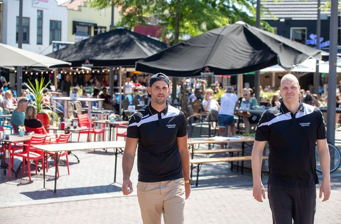 Rowin de Zwart (links) van Malkander is blij met de extra steun van Ede voor jongerenactiviteiten.