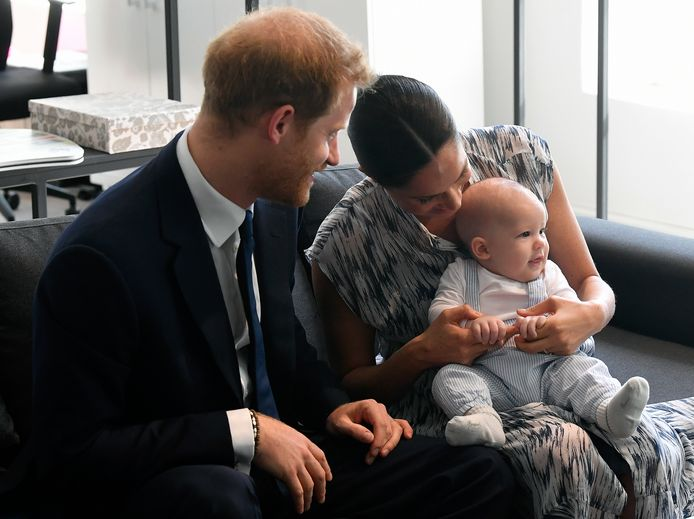 Als het coronavirus er niet was geweest, hadden prins Harry en zijn vrouw Meghan waarschijnlijk veel van hun zoontje Archie's eerste mijlpalen gemist. Dat vertelden ze in gesprek met Malala Yousafzai, in 2014 winnares van de Nobelprijs voor de Vrede, in een video op YouTube.