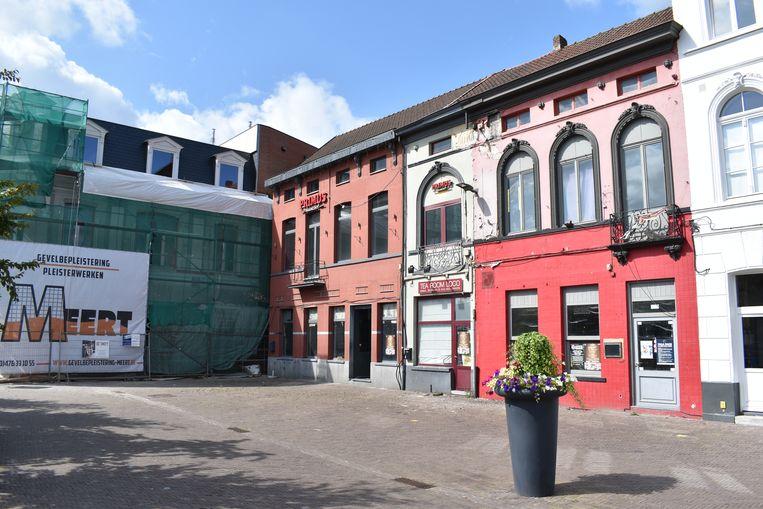 De drie verloederde horecazaken ontsieren de toegang tot het stadscentrum.