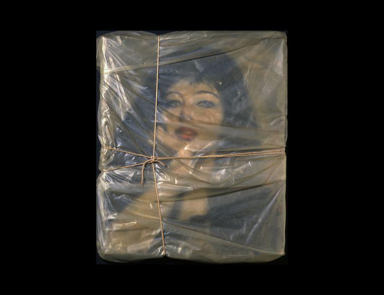 Christo, ingepakt portret van Jeanne-Claude, 1963. Beeld Collectie Museum Contemporary Art San Diego