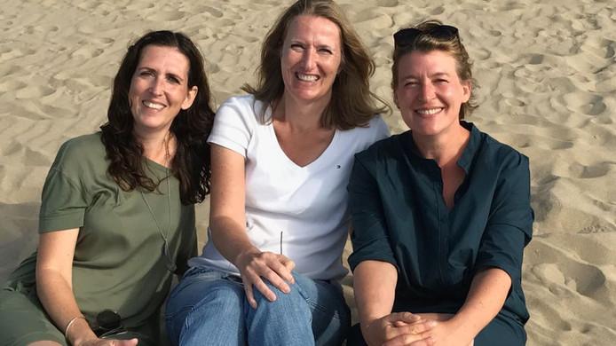 Ester de Lau (rechts) met haar zussen Nicole (midden) en Saskia.