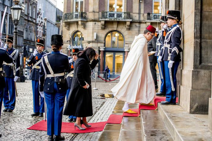 Verschillende ambassadeurs komen aan bij het Koninklijk Paleis in Amsterdam waar koning Willem-Alexander en koningin Maxima een nieuwjaarsontvangst houden voor genodigden. Foto Robin Utrecht