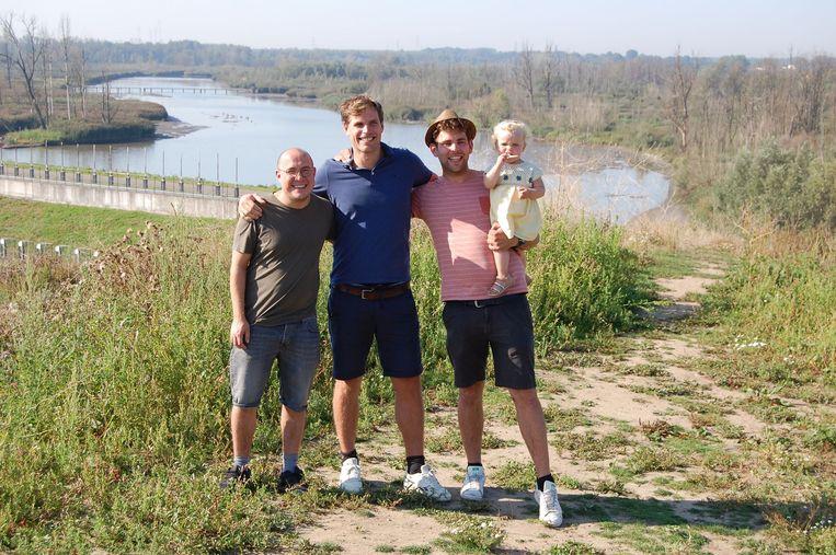 René Vermeulen, Glen Uyttesprot en Jeroen Maes in de Polders van Kruibeke waar de marathon zal worden gelopen.