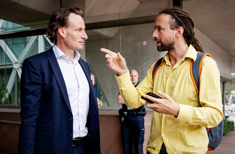 Viruswaanzin-kopstukken Willem Engel (rechts) en Jeroen Pols eerder bij de rechtbank. Beeld Hollandse Hoogte /  ANP