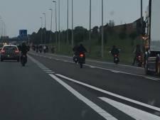 Groep scooterrijders haalt levensgevaarlijke capriolen uit op volle A73