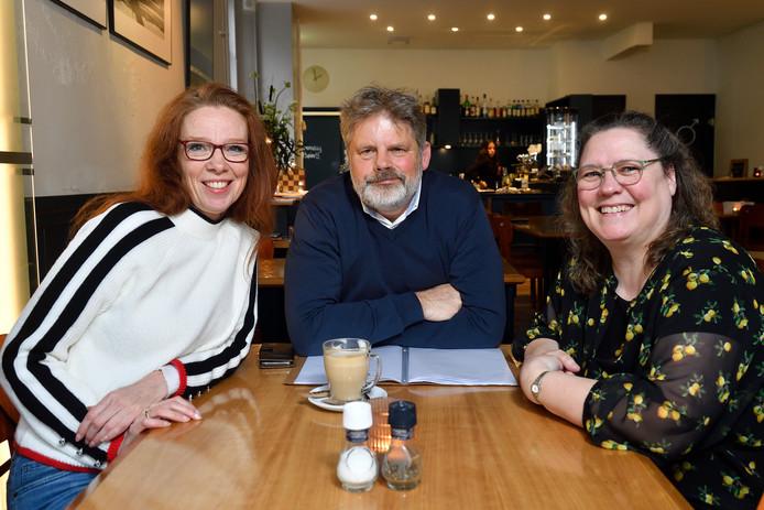 Sandra Witteveen, Erick Oostermeyer en Chantal Smink zien elkaar elke dinsdag in Nieuwland.