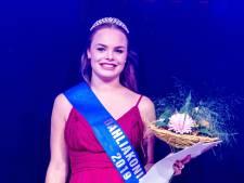 Jeanine (20) is de nieuwe Dahliakoningin van het bloemencorso in Vollenhove
