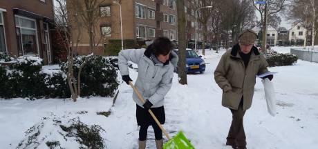 Burgers moeten hun stoep sneeuwvrij houden, maar doet de burgemeester dat zelf ook?