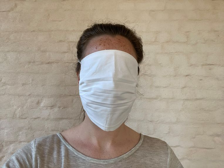Ook de gratis mondmaskers van de stad Gent vallen nogal groot uit.