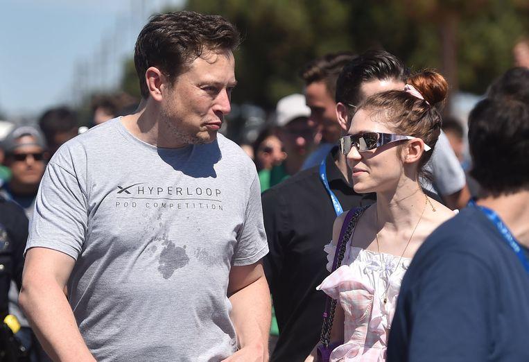Elon Musk met zijn vriendin Grimes enkele weken geleden.