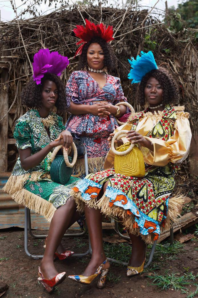 Afrikaanse vrouwen in de kenmerkende kleding van Vlisco.