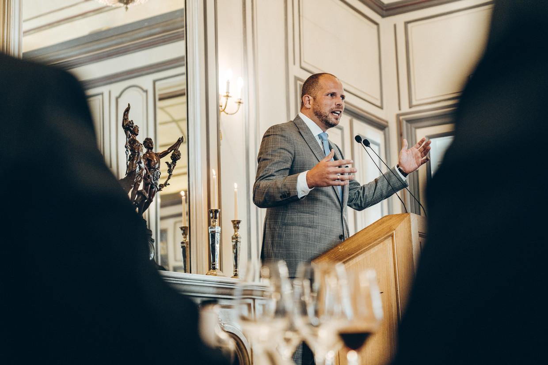 Theo Francken (N-VA) tijdens zijn lezing voor de Cercle de Lorraine.