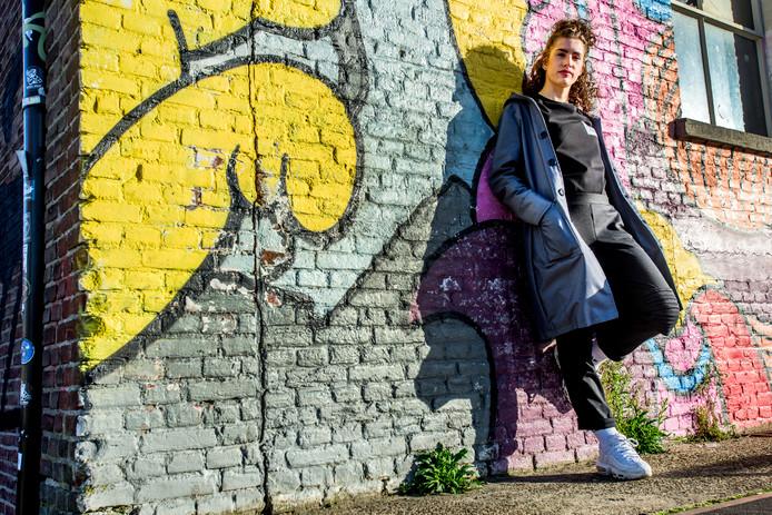 Yildiz van den Elzen met haar eigen kledinglijn, The Limelight District.