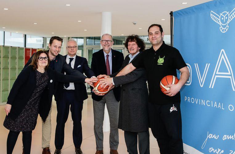 Met de oprichting van een eigen basketbalacademie wil de Borgerhoutse basketbalclub Gembo haar jeugdspelers voorbereiden op een leven naast de 'court'.