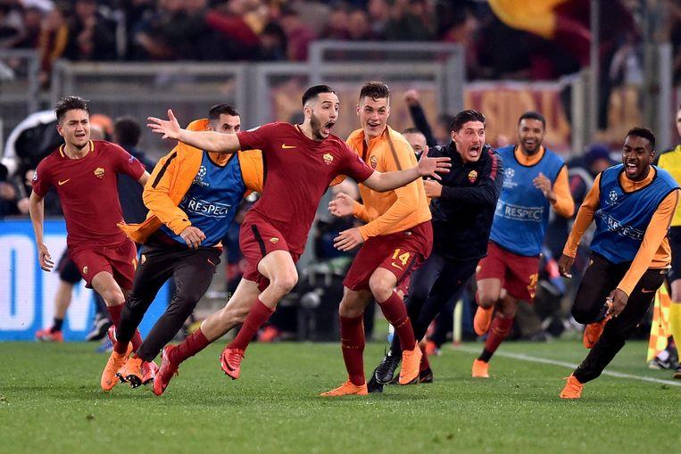 Kostas Manolas viert nadat hij de 3-0 maakte.