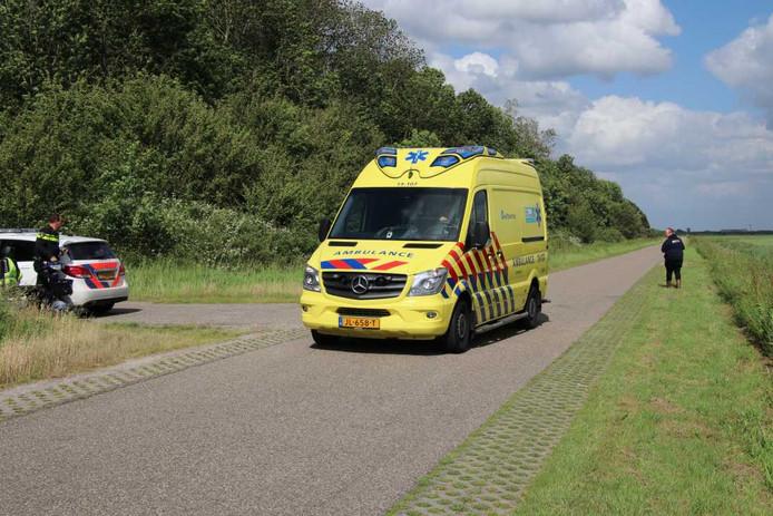 Het slachtoffer moest met een ambulance naar het ziekenhuis worden gebracht.