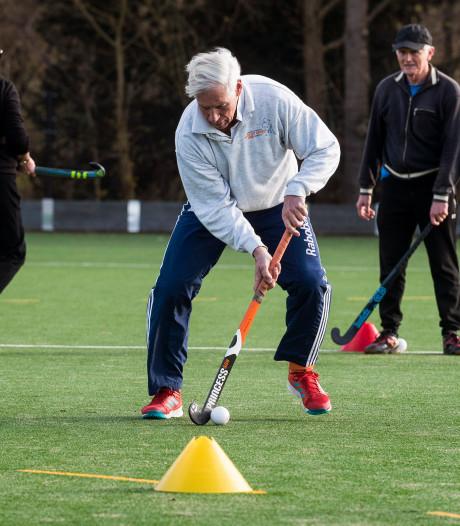 Hockey met een wandelstokkie? Bij deze sport voor ouderen is rennen uit den boze