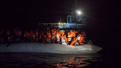 Spaanse hulporganisatie pikt 87 migranten op in Middellandse Zee