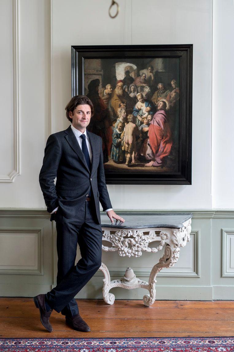 Jan Six is een Nederlands kunsthandelaar en kunsthistoricus en ontdekte in 2014 opnieuw een schilderij van Rembrandt. 'Laat de kinderen tot mij komen' is nog in restauratiefase. Beeld Linelle Deunk