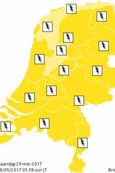 Code geel: zware onweersbuien trekken over het land