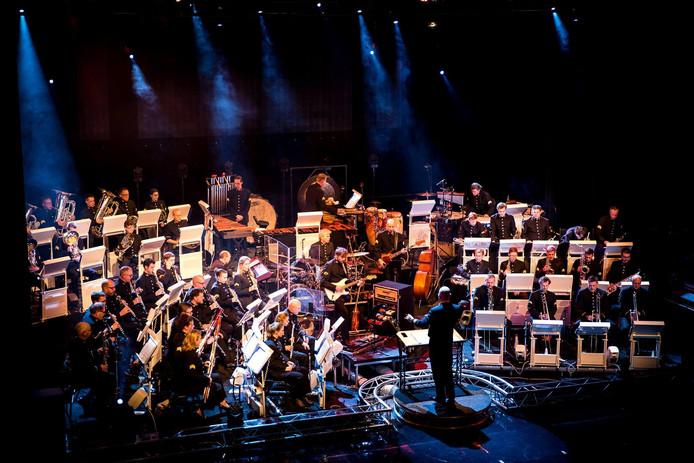 Het Orkest van de Koninklijke Luchtmacht van vliegbasis Gilze-Rijen biedt jongeren de kans met hen een professioneel concert te geven.